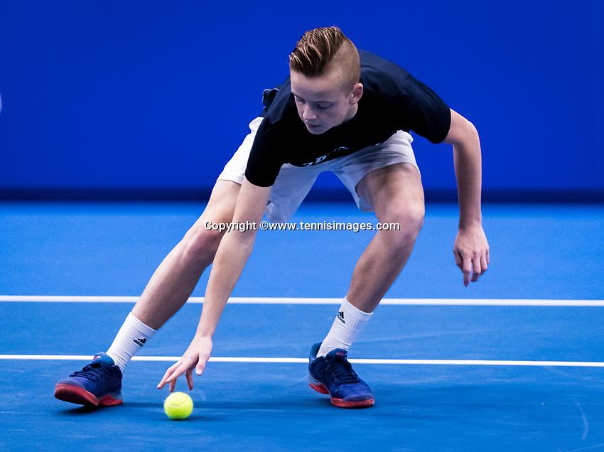 Alphen aan den Rijn, Netherlands, December 16, 2018, Tennispark Nieuwe Sloot, Ned. Loterij NK Tennis, Final men: Ballboy<br /> Photo: Tennisimages/Henk Koster