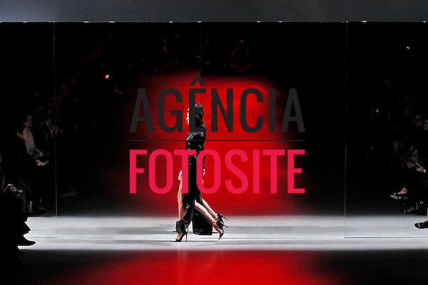 Paris, Franca &ndash; 02/2014 - Desfile de Anthony Vaccarello durante a Semana de moda de Paris - Inverno 2014. <br /> Foto: FOTOSITE