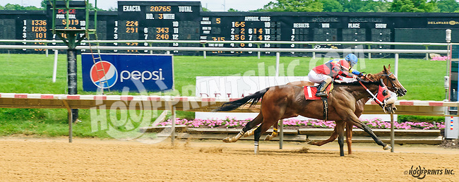 Eve #1 and Starshiner #2 winning in a Dead Heat at Delaware Park on 6/4/16