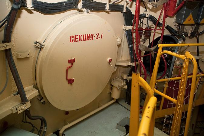 Im Raketenschacht /  Inside the shaft. Top flor of the command center.