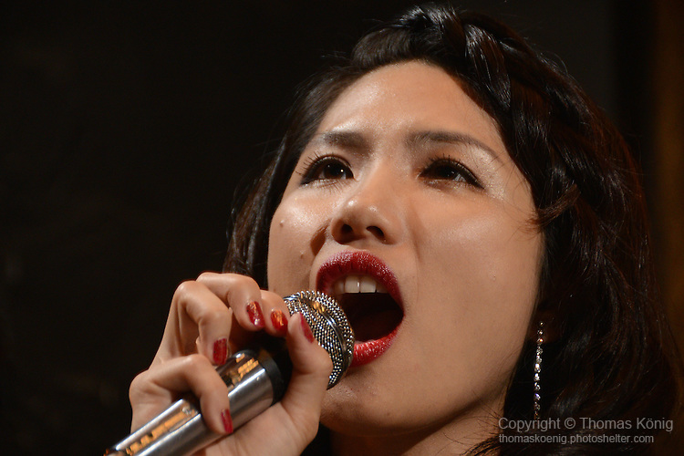 DC Stage, Kaohsiung -- Guest vocalist Lien Hsiao-Yun performing on stage.