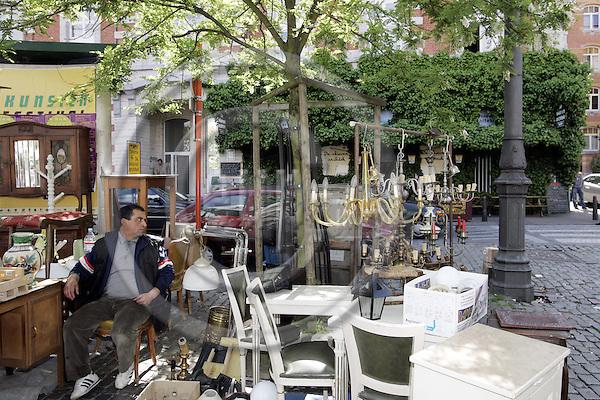 BRUSSELS - BELGIUM - 23 MAY 2005-- The flee market on Place du Jeu de Balle. -- PHOTO: JUHA ROININEN / EUP-IMAGES