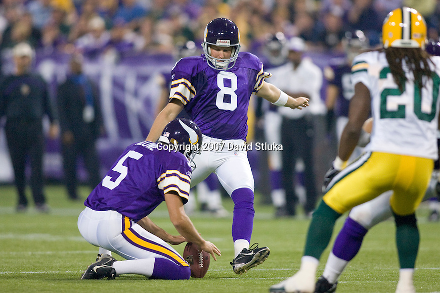 Kicker Ryan Longwell #8 of the Minnesota Vikings kicks a field goal during an NFL football game against the Green Bay Packers at Hubert H. Humphrey Metrodome on September 30, 2007 in Minneapolis, Minnesota. The Packers beat the Vikings 23-16. (Photo by David Stluka)