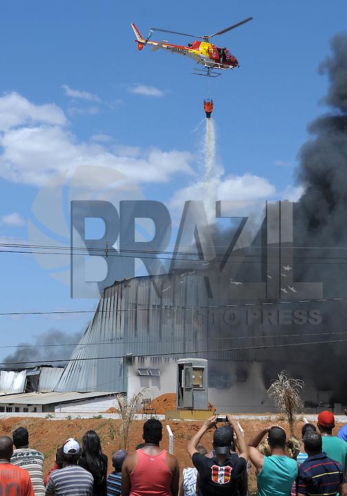 MATEUS LEME/ MINAS GERAIS / BRASIL (18.09.2011) - Incendio destruiu na manha deste domingo (18) a fabrica de colchoes da Lider em Mateus Leme MG.   Foto: Douglas Magno / News Free