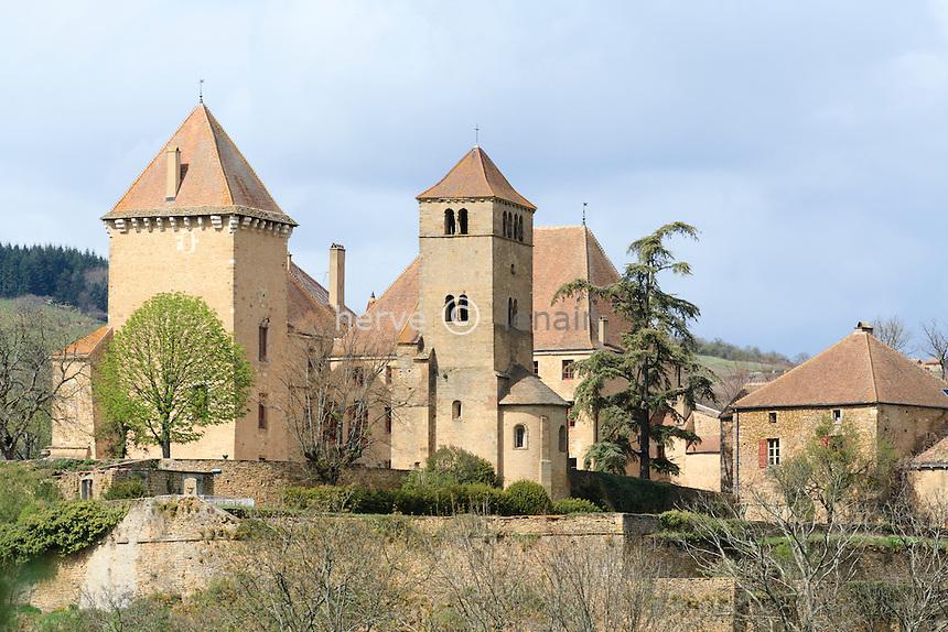 France, Saône-et-Loire (71), Pierreclos, Château de Pierreclos avec sa chapelle // France, Saône-et-Loire , Pierreclos,  Castle of Pierreclos with his its chapel