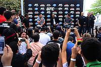 RIO DE JANEIRO, RJ, 29 DE SETEMBRO DE 2013 - UFC / ANDERSON SILVA E CHRIS WEIDMAN- Chris Weidman e Anderson Silva na coletiva de imprensapara a revanche no UFC 168: WEIDMAN vs. SILVA 2, que ocorre no sábado, dia 28 de dezembro, na MGM Grand Garden Arena, em Las Vegas. campeão peso médio do UFC Chris Weidman e o ex-campeão da categoria Anderson Silva visitaram sete cidades em sete dias, em um hotel em Copacabana, na zona sul do Rio de Janeiro. (Foto: Marcelo Fonseca / Brazil Photo Press).