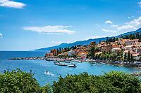 Croatia, Kvarner Gulf, Opatija, district Volosko: view at town with harbour at Opatija Riviera | Kroatien, Kvarner Bucht, Opatija, Ortsteil Volosko: Blick auf die Stadt mit Hafen an der Opatija Riviera