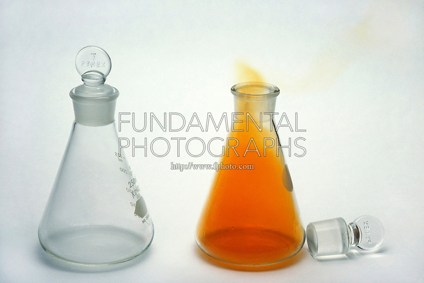 NITROGEN OXIDES<br /> Formation of Nitrogen Dioxide<br /> Nitric Oxide (NO) is a colorless gas (left). When exposed to oxygen, NO is converted into Nitrogen Dioxide (right), NO2, and turns a reddish-brown color.