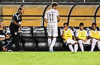 SAO PAULO, SP, 04 ABRIL 2013 - CAMP. PAULISTA - SANTOS FC X AD SAO CAETANO -  Neymar, do Santos, em lance contra o São Caetano, realizada no estádio Paulo Machado de Carvalho (Pacaembu), zona oeste da capital paulista, na noite desta quinta-feira (4), valida pela 17ª rodada do Campeonato Paulista 2013. FOTO: WILLIAM VOLCOV / BRAZIL PHOTO PRESS