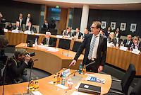 25. Sitzung des Abgas-Untersuchungsausschuss des Deutschen Bundestag am Donnerstag den 16. Februar 2017.<br /> Als Zeuge war u.a. Bundesverkehrsminister Alexander Dobrindt geladen (im Bild).<br /> 16.2.2017, Berlin<br /> Copyright: Christian-Ditsch.de<br /> [Inhaltsveraendernde Manipulation des Fotos nur nach ausdruecklicher Genehmigung des Fotografen. Vereinbarungen ueber Abtretung von Persoenlichkeitsrechten/Model Release der abgebildeten Person/Personen liegen nicht vor. NO MODEL RELEASE! Nur fuer Redaktionelle Zwecke. Don't publish without copyright Christian-Ditsch.de, Veroeffentlichung nur mit Fotografennennung, sowie gegen Honorar, MwSt. und Beleg. Konto: I N G - D i B a, IBAN DE58500105175400192269, BIC INGDDEFFXXX, Kontakt: post@christian-ditsch.de<br /> Bei der Bearbeitung der Dateiinformationen darf die Urheberkennzeichnung in den EXIF- und  IPTC-Daten nicht entfernt werden, diese sind in digitalen Medien nach §95c UrhG rechtlich geschuetzt. Der Urhebervermerk wird gemaess §13 UrhG verlangt.]