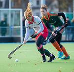 TILBURG  - hockey-  Jolijn Donkers (MOP) met Renee van Hijfte (WereDi)    tijdens de wedstrijd Were Di-MOP (1-1) in de promotieklasse hockey dames. COPYRIGHT KOEN SUYK