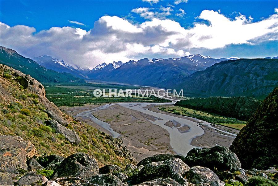 Paisagem de vale na Patagônia Argentina. 2000. Foto de Vinícius Romanini.