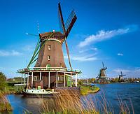 Niederlande, Nordholland, De Zaanse Schans: Windmuehlen | Netherlands, North Holland, De Zaanse Schans: Windmills