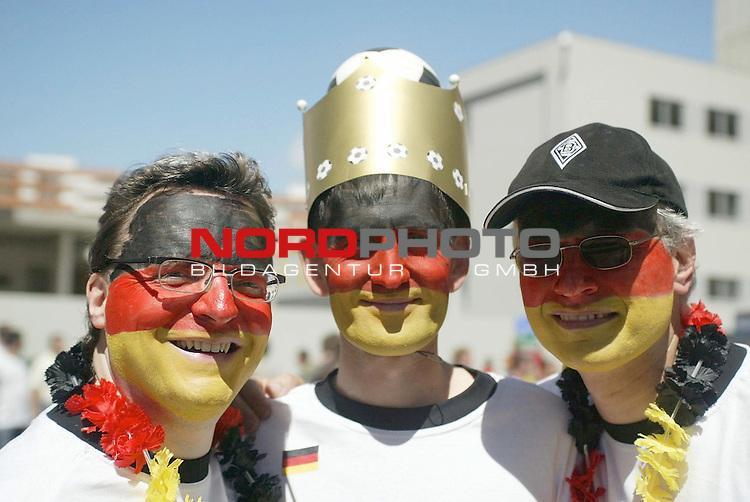 Europameisterschaft 2004 Portugal<br /> <br /> Lettland - Deutschland <br /> <br /> Deutsche Fans vor dem Spiel<br /> <br /> Foto &copy; nordphoto<br /> <br /> <br /> <br /> Gemaess Auflage der UEFA duerfen saemtliche Bilder von der EURO 2004 nicht fuer MMS Dienste oder sonstige Dienste via Mobiltelefon oder mit PDAs genutzt werden.<br /> <br /> <br /> <br /> <br /> <br />  *** Local Caption *** Foto ist honorarpflichtig! zzgl. gesetzl. MwSt.<br /> <br />  Belegexemplar erforderlich<br /> <br /> Adresse: nordphoto<br /> <br /> Georg-Reinke-Strasse 1<br /> <br /> 49377 Vechta<br /> <br /> Telefon: 04441-89400 / Fax: 04441-894022