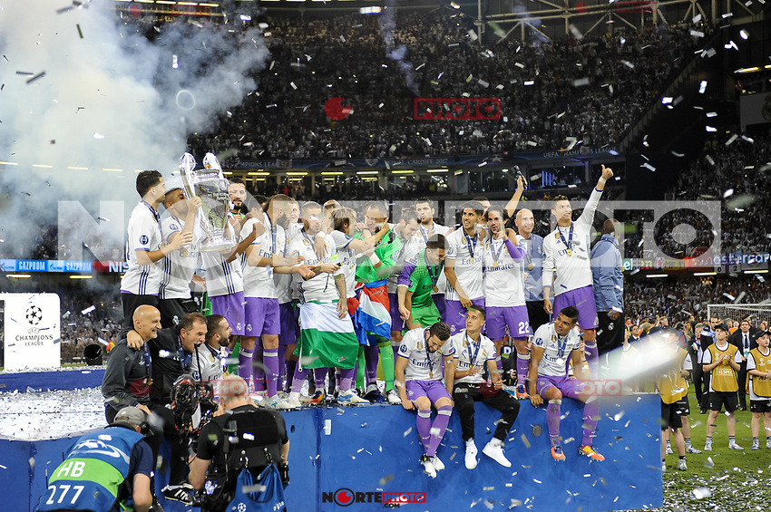 Real Madrid players lift the Champions League Trophy during the UEFA Champions League Final match between Real Madrid and Juventus at the National Stadium of Wales, Cardiff, Wales on 3 June 2017. Photo by Giuseppe Maffia<br /> <br /> Giuseppe Maffia/UK Sports Pics Ltd/Alterphotos /nortephoto.com