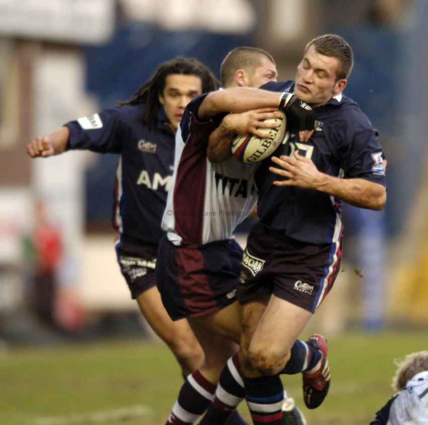 Photo. Jed Wee..Sale Sharks v Rotherham Titans, Zurich Premiership, Edgeley Park, Stockport. 27/12/2003..Sale's Mark Cueto.