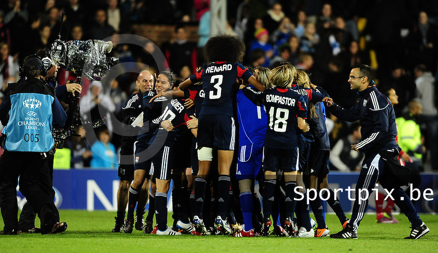 Uefa Women 's Champions League Final 2011 at Craven Cottage Fulham - London : Olympique Lyon - Turbine Potsdam : vreugde bij Lyon na de CL - winst .foto DAVID CATRY / JOKE VUYLSTEKE / Vrouwenteam.be.