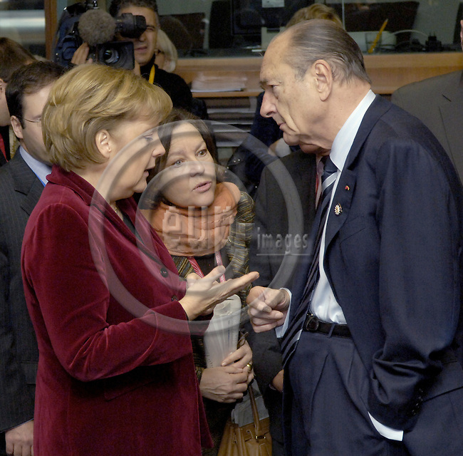 Brussels-Belgium - 15 December 2006---European Council, second day of the summit under the Finnish Presidency; here, Angela MERKEL (le), Federal Chancellor of Germany, with Jacques CHIRAC (ri), President of France---Photo: Horst Wagner/eup-images