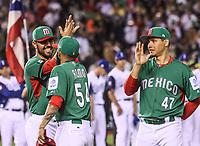 saludan a Sergio Romo (c), Luis Cruz (d) y Joakim Soria (i) <br /> Aspectos del partido Mexico vs Italia, durante Cl&aacute;sico Mundial de Beisbol en el Estadio de Charros de Jalisco.<br /> Guadalajara Jalisco a 9 Marzo 2017 <br /> Luis Gutierrez/NortePhoto.com