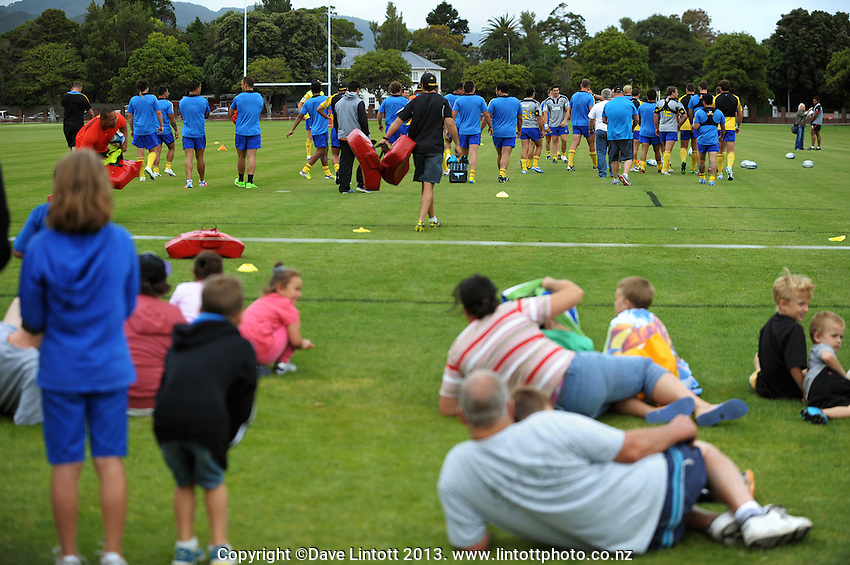 Fans watch from the sidelines during the Hurricanes Super 15 rugby training at Hutt Recreation Ground, Lower Hutt, Wellington, New Zealand on Thursday, 24 January 2013. Photo: Dave Lintott / lintottphoto.co.nz