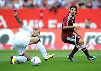 FUSSBALL   1. BUNDESLIGA  SAISON 2011/2012   2. Spieltag 1 FC Nuernberg - Hannover 96          13.08.2011 Sergio Pinto (li, Hannover 96) gegen Almong Cohen (re, 1 FC Nuernberg)
