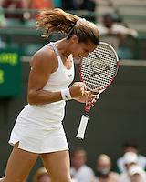 4-7-06,England, London, Wimbledon, quarter finals,  Mauresmo viert haar overwinning
