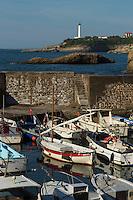 France, Aquitaine, Pyrénées-Atlantiques, Pays Basque,  Biarritz :   Port des Pêcheurs  et le phare    //  France, Pyrenees Atlantiques, Basque Country, Biarritz : Beach:  Old fisherman port and the lighthouse