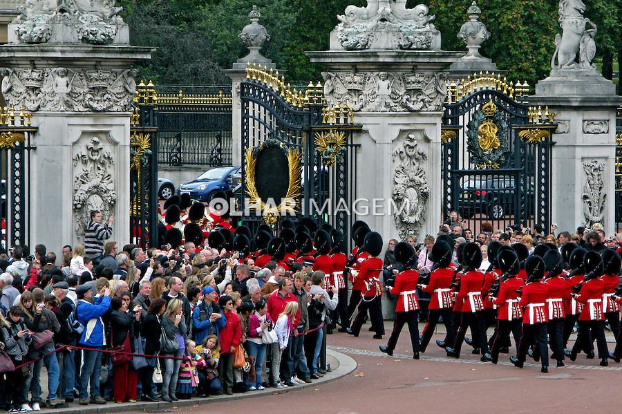 Troca da guarda no Palácio de Buckingham. Londres. Inglaterra. 2008. Foto de Juca Martins.