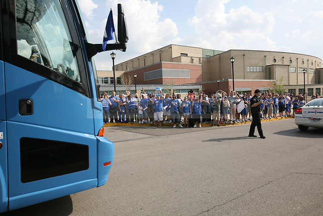 Fans cheer as the bus pulls up and the players return to Wildcat Lodge in Lexington, Ky., on Tuesday, April 3, 2012. Photo by Tessa Lighty | Staff