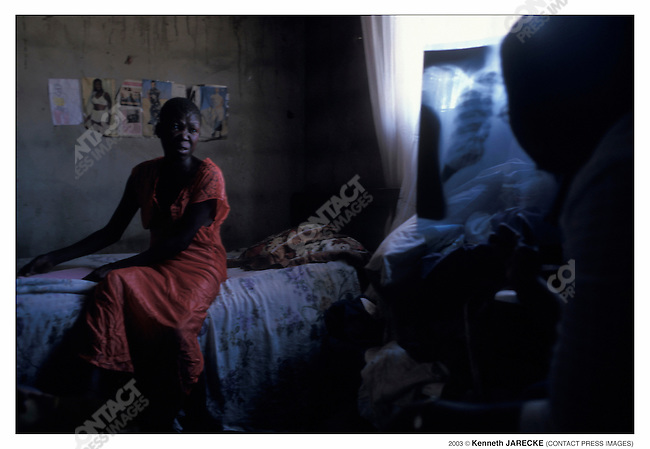 Maobiki Katse, 40, is HIV-positive but she does not follow her doctor's advice and refuses therapy. She suffers from tuberculosis. Botswana, September 2003...2003 © Kenneth JARECKE (CONTACT Press Images)