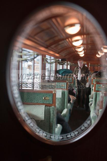 Europe/Suisse/Saanenland/Gstaad: A bord d'une voiture belle-époque du  train GoldenPass Line -MOB -  qui relie Montreux à Gstaad - la ligne panoramique du Montreux-Oberland-Bernois (MOB).