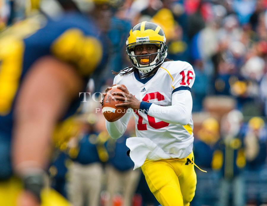 Michigan quarterback Denard Robinson (16) looks to pass the ball during the Wolverines' spring football game, Saturday, April 17, 2010, in Ann Arbor, Mich. (AP Photo/Tony Ding)