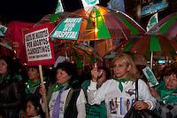 BUENOS, AIRES ARGENTINA, 28 MAY 2012 -Mulheres organizações alinhadas com o governo de Cristina Fernández de Kirchner demonstrou no Obelisco, no centro de Buenos Aires exigindo a debate no Congresso de uma lei que legalizaria o aborto, permitir que as mulheres seguras e livres de abortos em hospitais públicos. Mais de 500.000 abortos clandestinos são realizados anualmente na Argentina, matando uma mulher um dia. PHOTO: Patricio Murphy / Brazil Photo Press