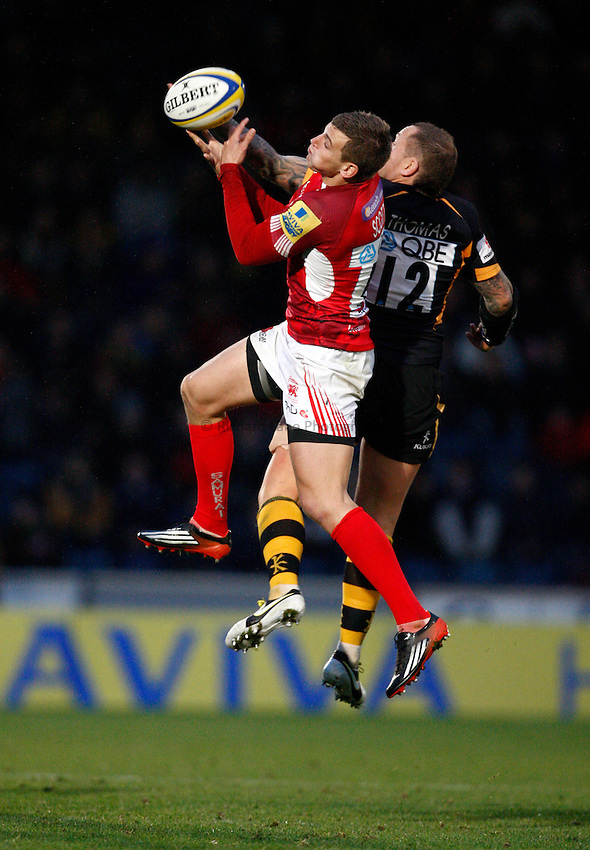 Photo: Richard Lane/Richard Lane Photography. London Wasps v London Welsh. 28/10/2012. Wasps' Lee Thomas and Welsh's Nick Scott challenge for a high ball.