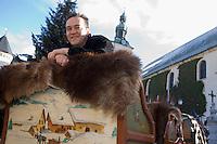 Europe/France/Rhone-Alpes/74/Haute-Savoie/Megève: Emmanuel Renaut  Chef du restaurant :Flocons de Sel  sur les traineaux de Megève , place de l'église.