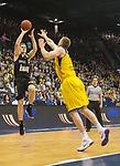 14.04.2018, EWE Arena, Oldenburg, GER, BBL, EWE Baskets Oldenburg vs s.Oliver W&uuml;rzburg, im Bild<br /> <br /> Maxime DeZEEUW (EWE Baskets Oldenburg #12)<br /> Vytenis LIPKEVICIUS (s.Oliver W&uuml;rzburg #18 )<br /> Foto &copy; nordphoto / Rojahn