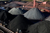 Germany, Hamburg, Hansaport import of coal and ore / DEUTSCHLAND, Hamburg, Hansaport, Import von Kohle und Erz, Lagerung und Weitertransport zu Kraftwerken und Stahlwerken