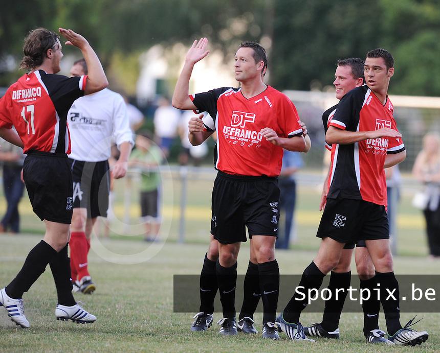 Finale Mandelcup : KFC Izegem - Winkel Sport..vreugde na de 1-0..foto VDB / BART VANDENBROUCKE