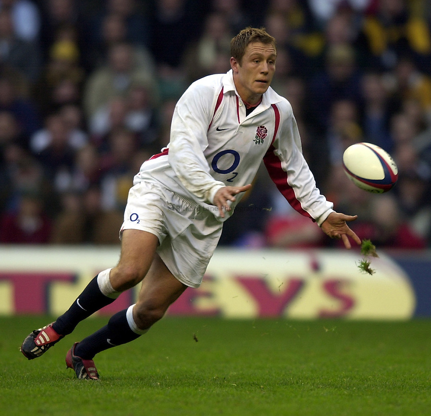 Photo. Richard Lane.England v Australia at Twickenham. 16-11-2002.Investec Challenge Cook Cup..Jonny Wilkinson.