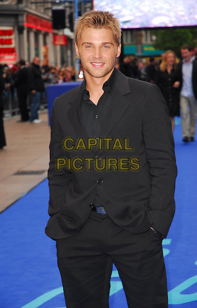 """MIKE VOGEL.At the UK Film Premiere of """"Poseidon"""", .Empire Leicester Square, London, .May 28th 2006..half length.Ref: CAN.www.capitalpictures.com.sales@capitalpictures.com.©Can Nguyen/Capital Pictures"""