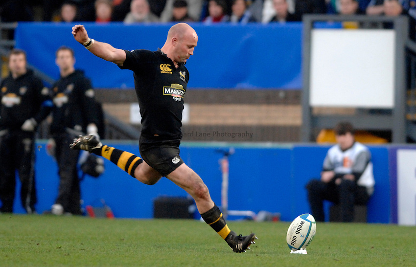 Photo: Richard Lane..London Wasps v Leinster. Heineken Cup Quarter Final. 31/03/2007. .Wasps' Alex King kicks.