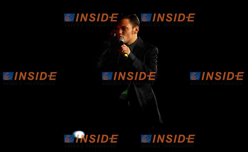 Napoli 11/8/2006 Trofeo Birra Moretti tra Napoli Juventus Inter. Vittoria della Juventus sul Napoli.<br /> Photo Andrea Staccioli Inside<br /> Il cantante Tiziano Ferro si esibisce tra la prima e la seconda partita
