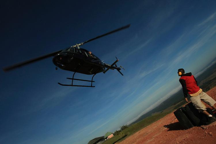 Viagem ao Monte Roraima e &aacute;reas de fronteira Brasil e Venezuela e Guiana, visita a Pacaraima , Santa Helena e marcos regulat&oacute;rios acompanhando a expedi&ccedil;&atilde;o da I Comiss&atilde;o Brasileira Demarcadora de Limites - PCDL, em fiscaliza&ccedil;&atilde;o unilateral.<br /> Brasil, Venezuela e Guiana.<br /> &copy;Paulo Santos<br /> 26 a 29 / 11 / 2016