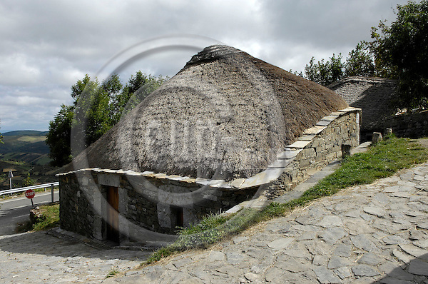 O Cebreiro-Galicia-Spain, August 20, 2009 -- A palloza, originally pre-Roman oval or rectangular thatched hut with a stone wall -- culture, tourism, architecture -- Photo: Horst Wagner / eup-images