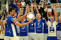GRONINGEN - Volleybal, Lycurgus - Taurus, Supercup, seizoen 2018-2019, 29-09-2018,  Lycurgus speler Wytze Kooistra met de schaal