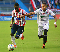 BARRANQUILLA - COLOMBIA ,24-08-2019: Daniel Moreno jugador del Atlético Junior   disputa el balón con David Lemos jugador del  Once Caldas  durante partido por la fecha 8 de la Liga Águila II 2019 jugado en el estadio Metropolitano Roberto Meléndez de la ciudad de Barranquilla . / Daniel Moreno player of Atletico Junior fights for the ball with David Lemos player of Once Caldas during the  match for the date 8 of the Liga Aguila II 2019 played at Metropolitano Roberto Melendez Satdium in Barranquilla City . Photo: VizzorImage / Alfonso Cervantes / Contribuidor.