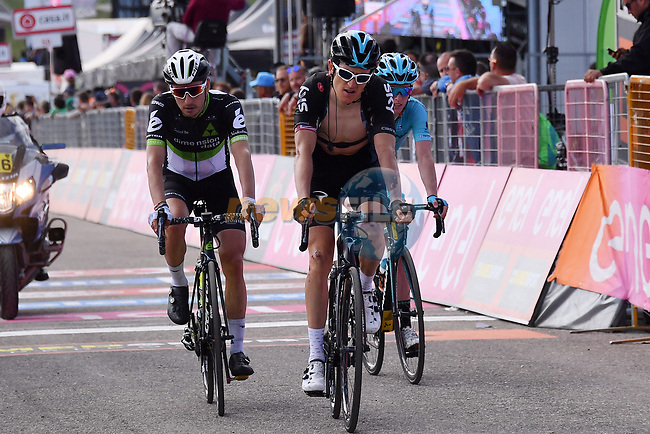 A bloodied Geraint Thomas (WAL) Team Sky crosses the finish line after crashing with a police moto during Stage 9 of the 100th edition of the Giro d'Italia 2017, running 149km from Montenero di Bisaccia to Blockhaus, Italy. 14th May 2017.<br /> Picture: LaPresse/Gian Mattia D'Alberto | Cyclefile<br /> <br /> <br /> All photos usage must carry mandatory copyright credit (&copy; Cyclefile | LaPresse/Gian Mattia D'Alberto)