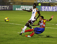 PASTO - COLOMBIA -24-03-2014: Willam Zapata (Der.) jugador de Deportivo Pasto disputa el balón con Didier Delgado (Izq.) jugador del Deportes Tolima durante partido Deportivo Pasto  y Deportes Tolima por la fecha 6 de la Liga Postobon II 2014, jugado en el estadio Libertad de la ciudad de Pasto.  / Willam Zapata (R) player of Deportivo Pasto fights for the ball with Didier Delgado (R) player of Deportes Tolima during a match Deportivo Pasto and Deportes Tolima for the date 6 of the Liga Postobon II 2014 at the Libertad stadium in Pasto city. Photo: VizzorImage  / Leonardo Castro / Str.