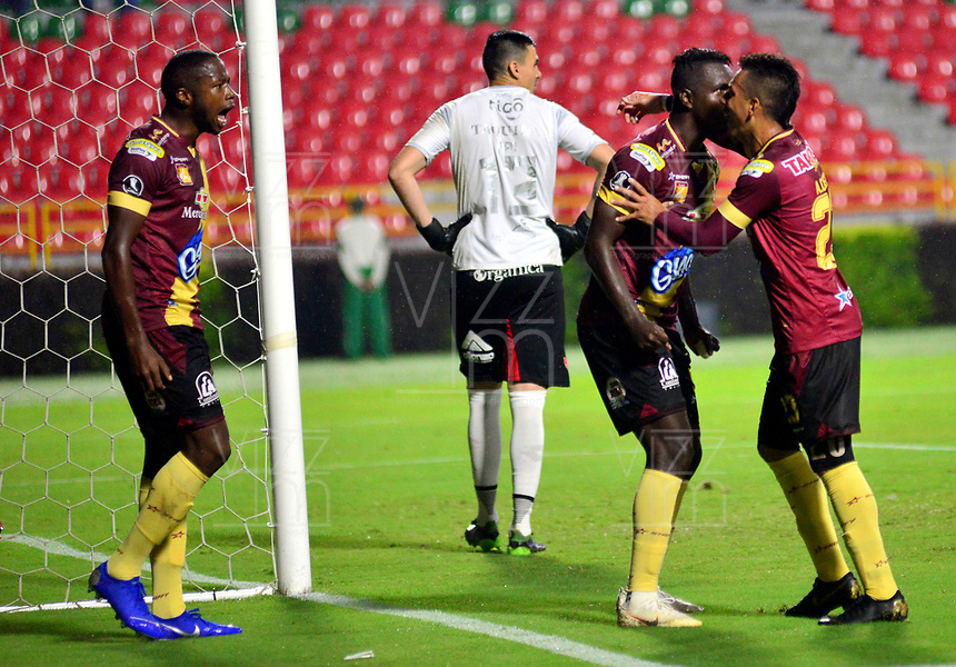 IBAGUE- COLOMBIA, 03-04-2019: Los jugadores Deportes Tolima (COL) celebran el segundo gol anotado a Jorge Wilstermann (BOL), durante partido de la fase de grupos, grupo G, fecha 3, entre Deportes Tolima (COL) y Jorge Wilstermann (BOL), por la Copa Conmebol Libertadores 2019, en el Estadio Manuel Murillo Toro de la ciudad de Ibague. / The players of Deportes Tolima (COL), celebrate the second scored goal to Wilstermannn (BOL), during a match of the groups phase, group G, 3rd date, beween Deportes Tolima (COL) and Jorge Wilstermann (BOL), for the Conmebol Libertadores Cup 2019, at the Manuel Murillo Toro Stadium, in Ibague city.  VizzorImage / Juan Carlos Escobar / Cont.
