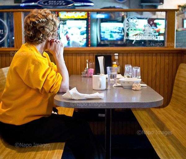 GUTTENBERG, IOWA, USA 24 APRIL, 2012:.Old woman at the diner..(Photo by Piotr Malecki / Napo Images)..GUTTENBERG, IOWA, USA 24/04,2012:.Starsza kobieta w restauracji..Fot: Piotr Malecki / Napo Images